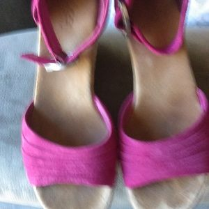 Ugg Australia Fuchsia suede wedge sandal size 8